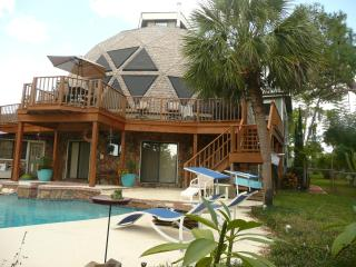 Beautiful Apartment with A/C and Satellite Or Cable TV - Holiday vacation rentals