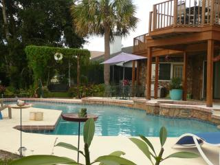 Beautiful Condo in Holiday with Blender, sleeps 5 - Holiday vacation rentals