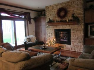 ENJOY WINTER ACTIVITIES OR JUST RELAX IN SERENITY - Marquette vacation rentals