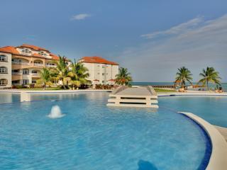 Luxury Condo on the Caribbean! (Sleeps 1 4)