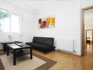 Be Barcelona Paralelo flower power up to 7 guests! - Barcelona vacation rentals