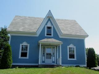 A Blue House on Louis Head Beach in Nova Scotia - Nova Scotia vacation rentals
