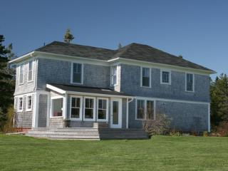 Charming 4 bedroom Barrington House with Deck - Barrington vacation rentals