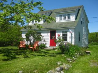 Sea Star Cottage Walk to Carters Beach Nova Scotia - Louis Head vacation rentals