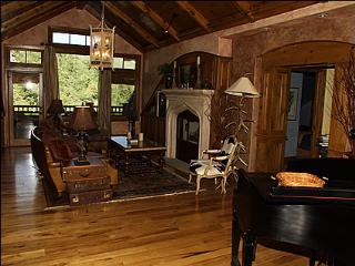 Gorgeous Penthouse Alpine Club Home - Stunning Views.  Right Next to Chair 17. (10662) - Edwards vacation rentals