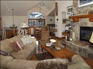Distinctive Mountain Home in Gated Community - Elegantly Decorated Getaway (8307) - Edwards vacation rentals