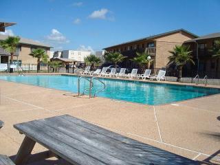 2 bedroom 2 bath condo at beachfront Sea Isle Village! - Port Aransas vacation rentals