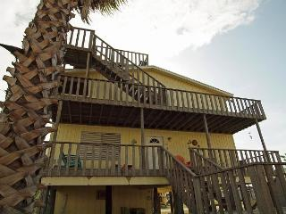 3 Bedroom 2 Bath family home in the heart of Port A, sleeps 12! - Port Aransas vacation rentals