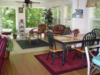 Walk to Town! Cabin w/Creek Near Helen Water Park - Helen vacation rentals