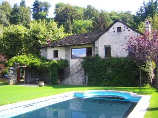 Romantic lakeside villa with pool and beach! - Orta San Giulio vacation rentals