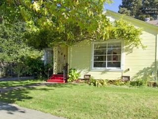 Vintage Petaluma Home with small town charm - Petaluma vacation rentals