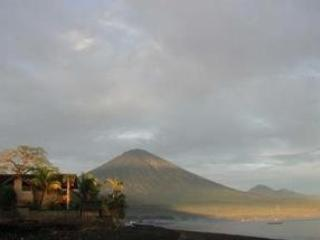 House and Mt Agung at Sunrise - Bali Beach House - Amed - rentals