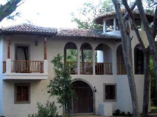 CasaMarisombra 4BR  House  Pool/Surf/Golf Sleeps10 - Tola vacation rentals