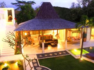 SLEEPS 10!  MODERN TROPICAL DESIGN & CLIFF VIEWS - Jimbaran vacation rentals