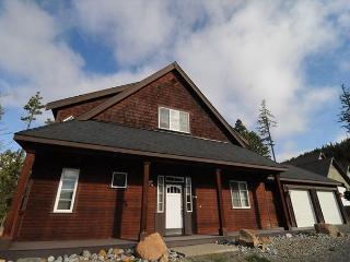 Awesome Custom 3BD Cabin*Hot Tub, Wi-Fi*Near Suncadia! Winter Specials*Slps10 - North Cascades Area vacation rentals