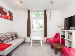 SPECIAL OFFER Smart 1 Bedroom flat London Sleeps 4 - London vacation rentals