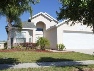 Pearl Villa, Charming Getaway with access to a Gym - Disney vacation rentals