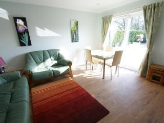 Bright 2 bedroom Cottage in Peterborough with Internet Access - Peterborough vacation rentals
