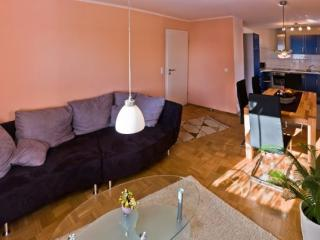 LLAG Luxury Vacation Apartment in Lossburg - 861 sqft, quiet setting, playset in yard, family-oriented… - Lossburg vacation rentals