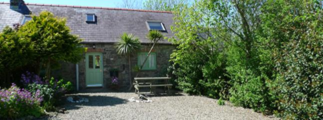 Pet Friendly Holiday Cottage - Honeysuckle Cottage, Lochvane, Nr Solva - Image 1 - Newgale - rentals