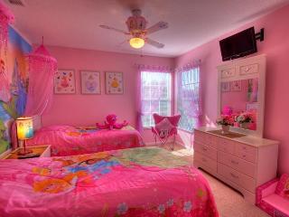6 bedroom villa sunny pool, spa WOW PRINCESS CARS rms 3 mls Disney - Kissimmee vacation rentals