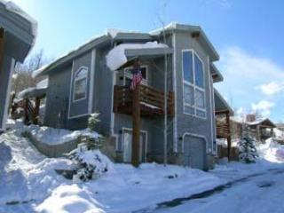 View of front of townhome - Great 2 Family - 4 BR Ski Home- 2 King Master Bdms - Park City - rentals