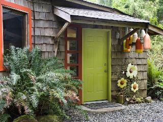 Romantic,creative and cozy Heron Cottage - Tofino vacation rentals