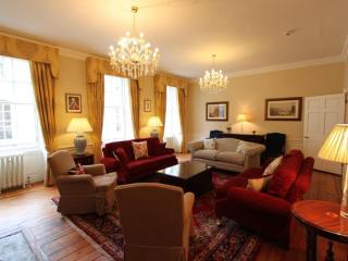 Edinburgh Maison - Luxury 5 bed/5 bath Townhouse - Edinburgh vacation rentals