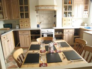 3 bedroom Apartment with Internet Access in Chesterfield - Chesterfield vacation rentals