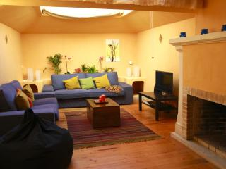 Charming house in the heart of Lisbon's old town - Lisbon vacation rentals