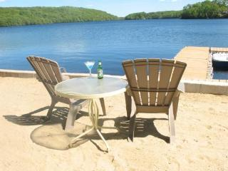 The Sun, Sand and Relaxation at Hand! Direct Lakefront, Perfect for  2 - Uncasville vacation rentals