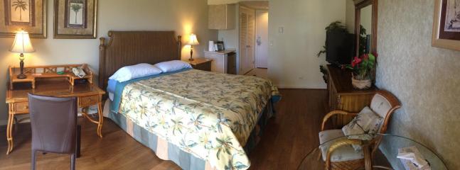 luxurious king size bed - Affordable Penthouse Waikiki Studio Apt - Honolulu - rentals
