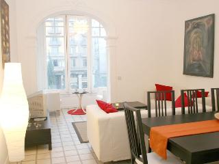 Catedral - Ramblas apartment - Barcelona vacation rentals