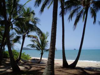 Absolute Beachfront Villa Apt - 1, 2 or 3 Bedroom - Cairns vacation rentals
