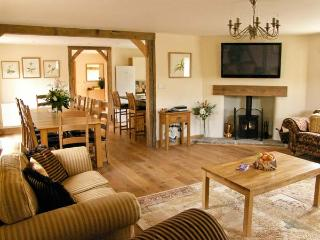THE MILKING PARLOUR, pet friendly, luxury holiday cottage, with a garden in Westhope, Ref 12658 - Craven Arms vacation rentals