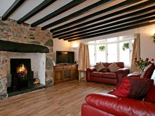 KINGSLOW COTTAGE, pet friendly, with a garden in Newborough, Ref 11166 - Newborough vacation rentals