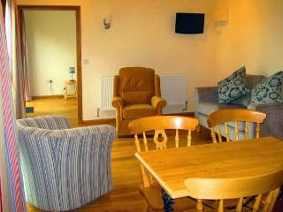 THE TACK ROOM, pet friendly, country holiday cottage, with a garden in Little Cowarne, Ref 12138 - Bromyard vacation rentals