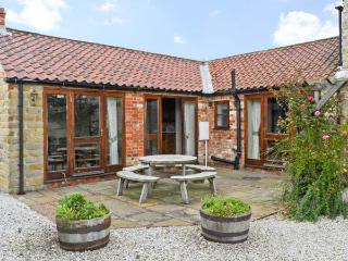 CLIFTON FARM COTTAGE, family friendly, country holiday cottage, with a garden in Malton, Ref 10712 - Malton vacation rentals