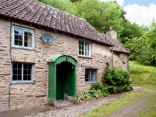 HADDEO COTTAGE, pet-friendly, character holiday cottage, with a garden in Dulverton, Ref 8446 - Porlock Weir vacation rentals