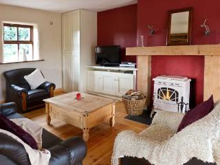 THE COACH HOUSE, pet friendly, country holiday cottage, with a garden in Gorey, County Wexford, Ref 11589 - Gorey vacation rentals
