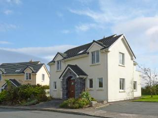 NUMBER 14 KNIGHTS HAVEN, pet friendly, with a garden in Knightstown, County Kerry, Ref 11746 - County Kerry vacation rentals