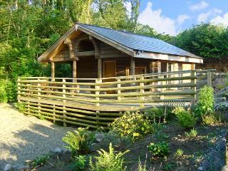LITTLE TREES, romantic, character holiday cottage, with a garden in Amroth, Ref 12111 - Amroth vacation rentals