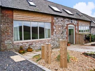 CREAGH DHU, family friendly, country holiday cottage, with open fire and WiFi in Ratlinghope, Ref 8871 - Shrawardine vacation rentals