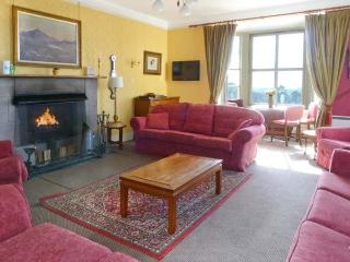 RIECHIP, pet friendly, character holiday cottage, with a garden in Dunkeld, Ref 10725 - Dunkeld vacation rentals