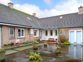 BAY VIEW APARTMENT, family friendly, with a garden in Oban, Ref 11798 - Oban vacation rentals