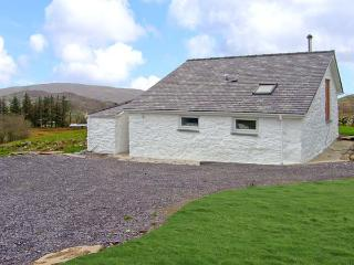 Y BWTHYN, pet friendly, character holiday cottage, with open fire in Llanberis, Ref 9950 - Llanberis vacation rentals