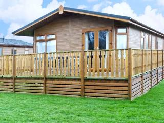 GRESSINGHAM TWO, pet friendly, country holiday cottage, with pool in South - Tewitfield vacation rentals