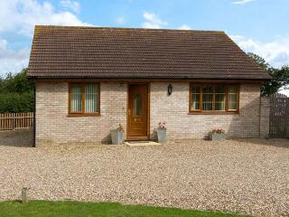 THE ANNEXE, family friendly, country holiday cottage, with a garden in Tivetshall St Mary, Ref 10047 - Norfolk vacation rentals