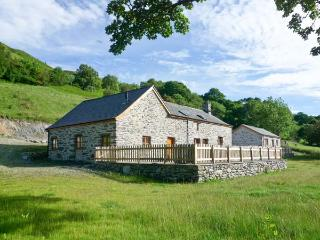 TYDDYN TYFOD, family friendly, luxury holiday cottage, with a garden in Bala, Ref 12162 - Bala vacation rentals