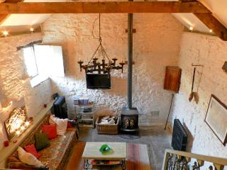 CHERRY TREE COTTAGE, pet friendly, character holiday cottage, with open fire in Pickering, Ref 12416 - Pickering vacation rentals